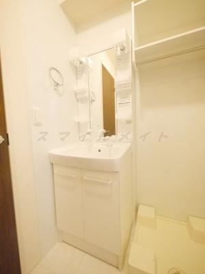 朝の身支度に便利な独立洗面台・シャンプードレッサーです。