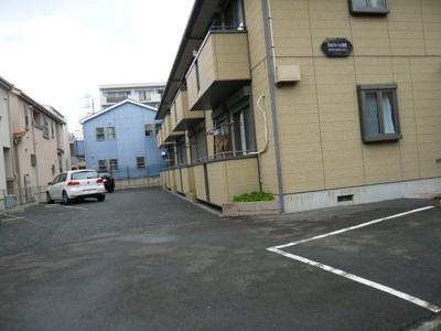 いつでも目の届く敷地内に駐車場を完備しています♪お車をお持ちのファミリーさんにおすすめです!