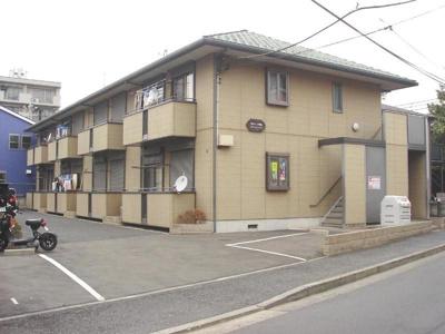 グリーンライン「日吉本町」駅より徒歩8分!通勤通学・お買物にも便利な立地の2階建てアパートです☆