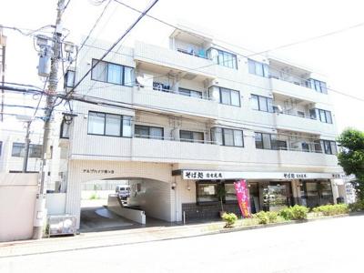 東急田園都市線「梶ヶ谷」駅より徒歩5分の好立地!通勤・通学に便利♪鉄筋コンクリート造の4階建てマンションです☆
