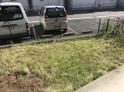いつでも目の届く敷地内に駐車場を完備しています♪荷物がかさばりがちなお買物にも、車があると便利ですよね!