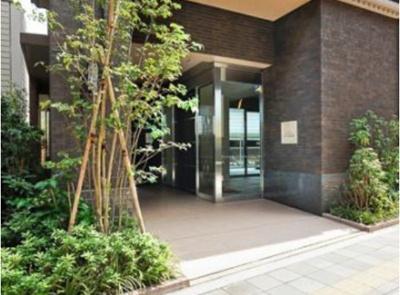 アルシア駒沢大学のエントランス