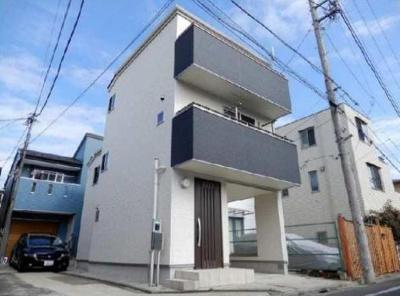 3階建てのマンションです。 西武新宿線「野方」駅から徒歩5分の物件です。