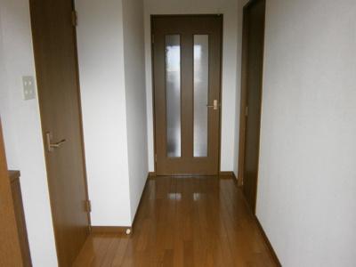 【玄関】ピースハウス