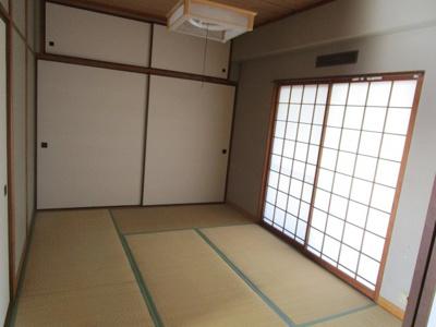 和室に大きな押入があります。