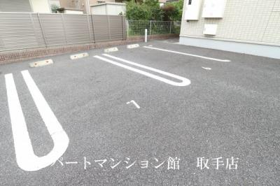 【駐車場】コゥジーコート