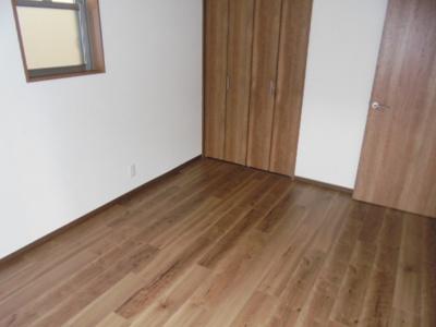 落ち着きのある木目の床が特徴です
