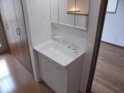 2階廊下部分洗面台設置しました。朝の混雑時にも焦らずご準備していただけます