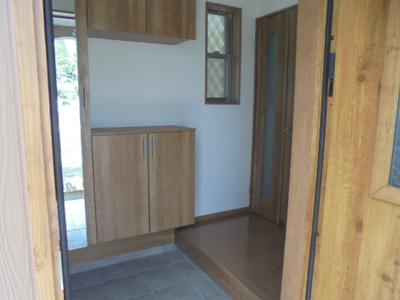 機能的な玄関収納、コートなどの収納もあります