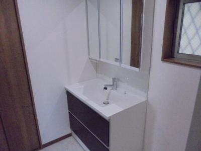 900mm幅の大きめな洗面台