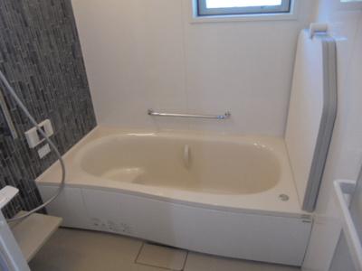 風呂ふたは組ふたタイプ、フックもついていて邪魔になりません