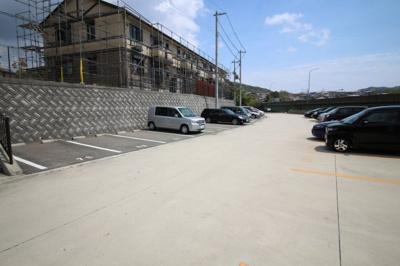 【駐車場】ガーデンコート車 A棟