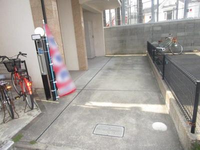 ゆったり駐車可能です♪
