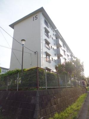 小田急線「柿生」駅より徒歩圏内!バスを使えば「新百合ヶ丘」駅も利用できます♪鉄筋コンクリート造の5階建てマンションです☆