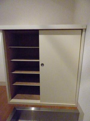 玄関にあるシューズボックスです※写真は203号室になります