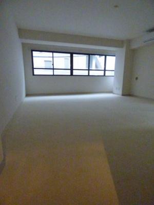 落ち着いた色調の洋室です※写真は203号室になります