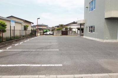 駐車場は近隣の月極駐車場も紹介可能