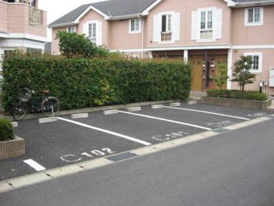 【ローズガーデンC棟】は駐車場空きあり!