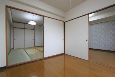 【エントランス】ロイヤルパレス八乙女