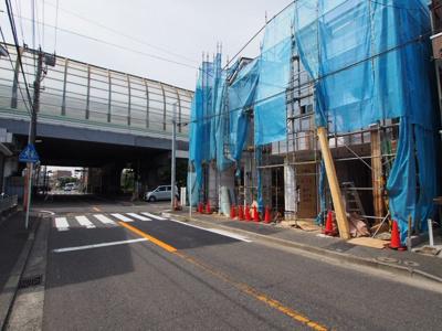 【前面道路含む現地写真】保土ヶ谷区星川3丁目全2棟 新築戸建て