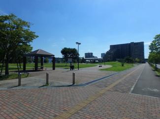 子育てにぴったり、公園がすぐ近くです。D'グラフォートレイクタウンⅠ棟B館