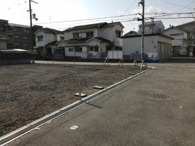 【前面道路含む現地写真】真砂1丁目建築条件付土地