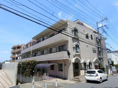 小田急小田原線「百合ヶ丘」駅より徒歩3分!通勤通学・お買物にも便利な立地の鉄筋コンクリート造3階建てマンションです♪
