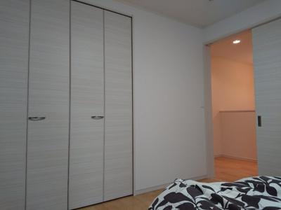 2階の6.5帖の洋室です。 どのお部屋にもクローゼットがあるので嬉しいですね♪