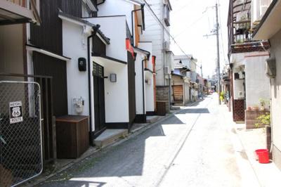 【前面道路含む現地写真】伏見区葭島矢倉町 ゲストハウス