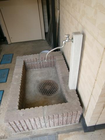 ペット用足洗い場があります。