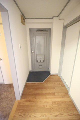 玄関と広々廊下があります