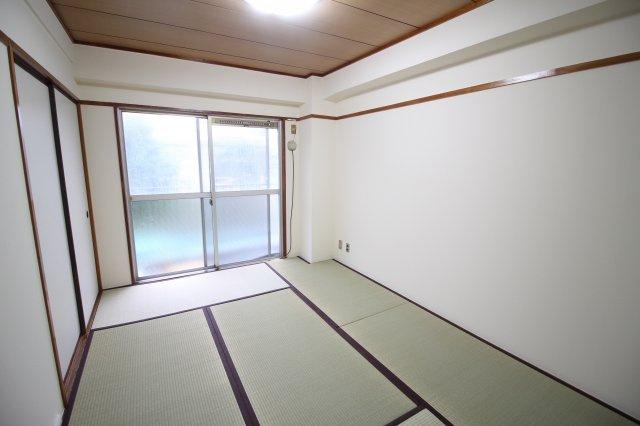 和室6.0帖 南向きで明るいお部屋です♪