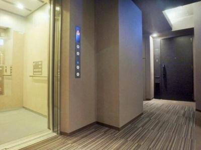 内廊下にあるエレベーターです。