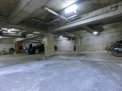 【駐車場】エクセレンス鷹番II地下駐車場
