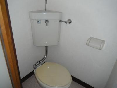 洋式トイレでお手入れも楽々です。
