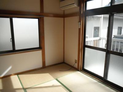 バルコニーに面していて窓が多く、風通し・日当たり良好です。