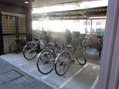 【現地写真】 ルーフ付きの駐輪場です♪