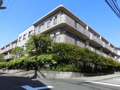 【現地写真】 鉄筋コンクリート造の3階建♪ 陽当たりに良いマンションとなっております♪