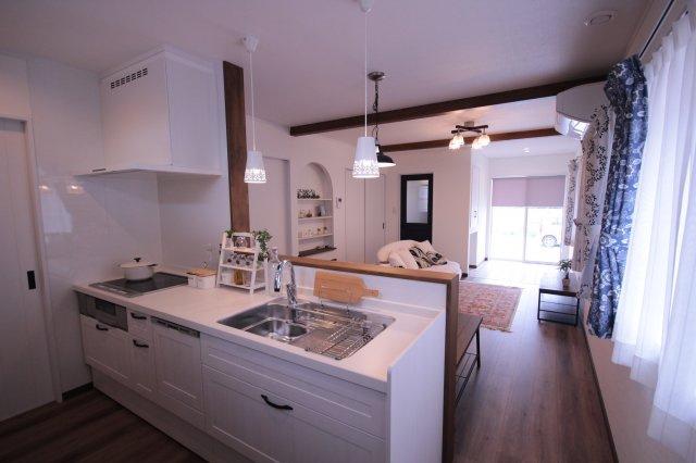 【キッチン】米沢市中央7丁目「ママエール・ZEH(ゼロエネルギーハウス)」のモデルハウス