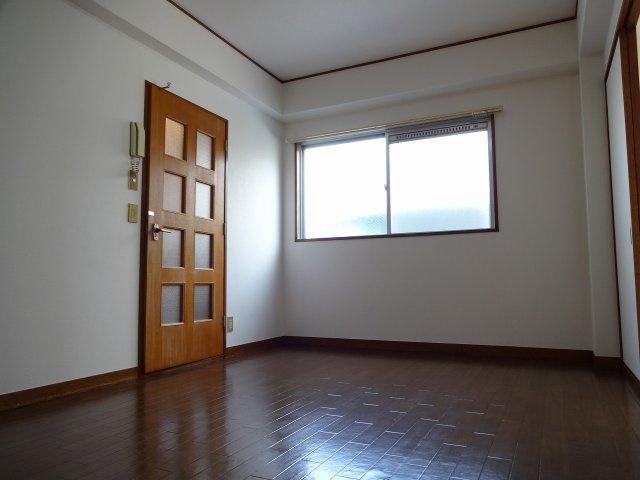 クレセントハイツ西川 洋室