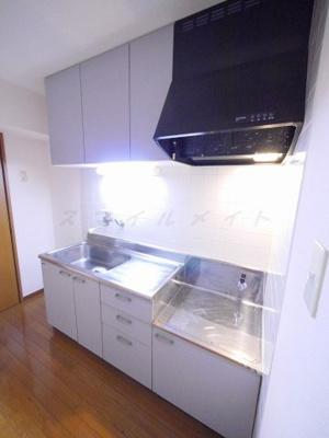 持ち込みコンロを設置するキッチンタイプです。