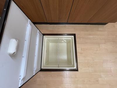 キッチンにある床下収納です!食品・日用品の保存に便利ですよね☆調味料などの買い置きにもぴったり♪