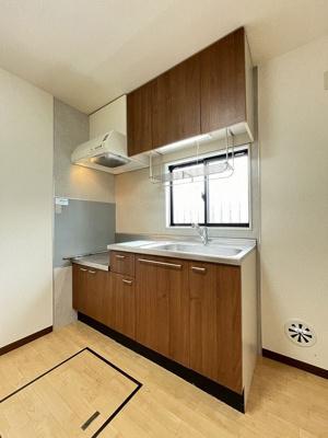 ガスコンロ設置可能のキッチンです☆ご自身でお好きなガスコンロをご用意いただけます!キッチンには窓があるので換気もバッチリ♪