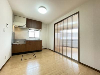 5.1帖のキッチンです!広々としたキッチンスペースでお料理もはかどりそうですね☆キッチンには床下収納も完備しています♪
