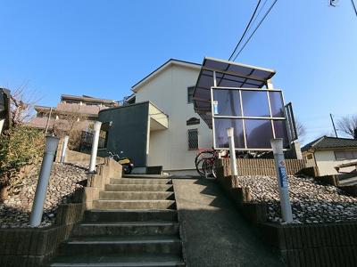 小田急線「柿生」駅より平坦な道で徒歩5分!駅前にはスーパー・コンビニ・ドラッグストアがあり便利な立地の2階建てアパートです♪
