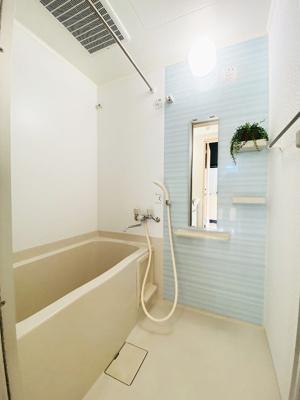 浴室換気乾燥機&物干しバー付きバスルームです!お風呂に浸かって一日の疲れもすっきりリフレッシュ♪