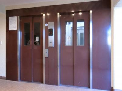【現地写真】 本物件2Fですが、エレベーターがございます♪