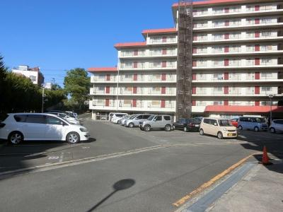 現地駐車場写真です♪ 広さもあり、運転が苦手な方でもラクラク駐車可能です♪