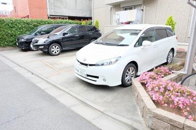 【駐車場】ブリリアンス