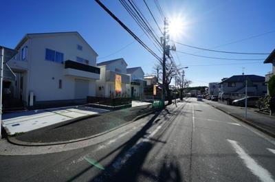 【前面道路含む現地写真】保土ヶ谷区新桜ヶ丘1丁目 全3棟新築戸建て